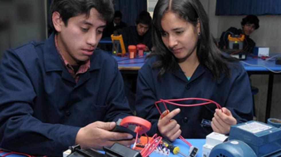 Portal mass.pe premió planes de negocios en Huancayo  52e6d959559